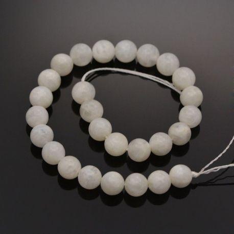 Natūralūs mėnulio akmens karoliukai - akmenėliai papuošalams, suvenyrams verti. Pieno baltumo spalvos, apvalios formos, kaina