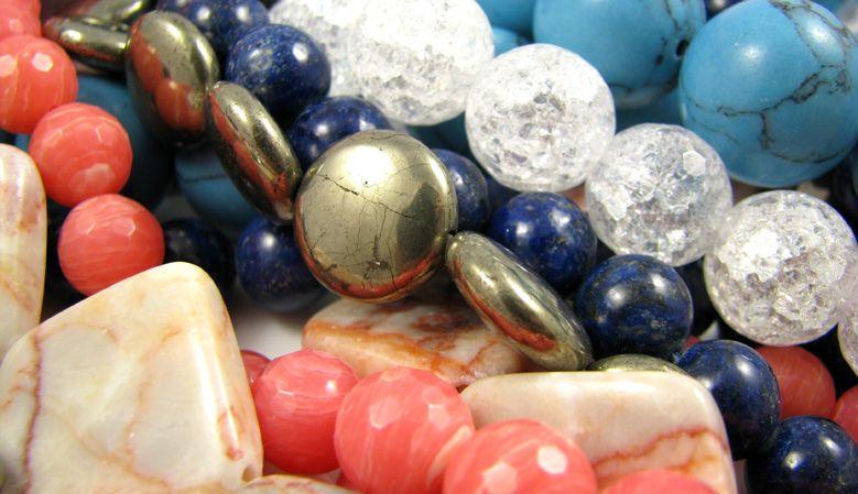 Natūralūs akmeniniai karoliukai, karoliai